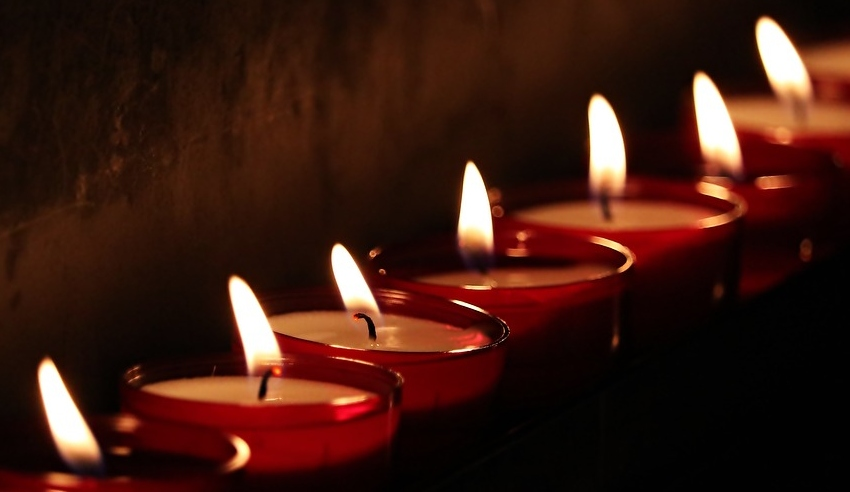 Candles, mourn
