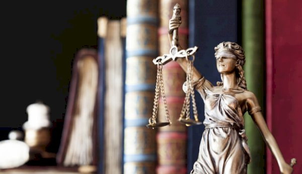 litigation funding, scales of justice