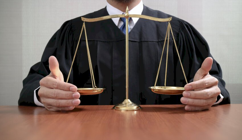 scales of justice, Chief Justice